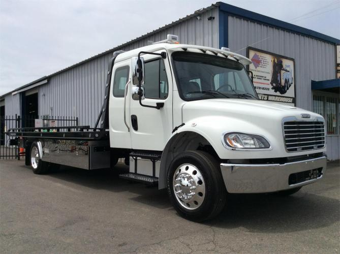 FREIGHTLINER BUSINESS CLASS M2 106