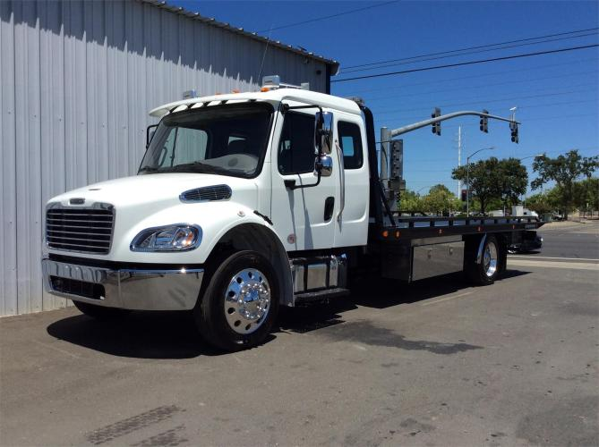 FREIGHTLINER BUSINESS CLASS M2 100