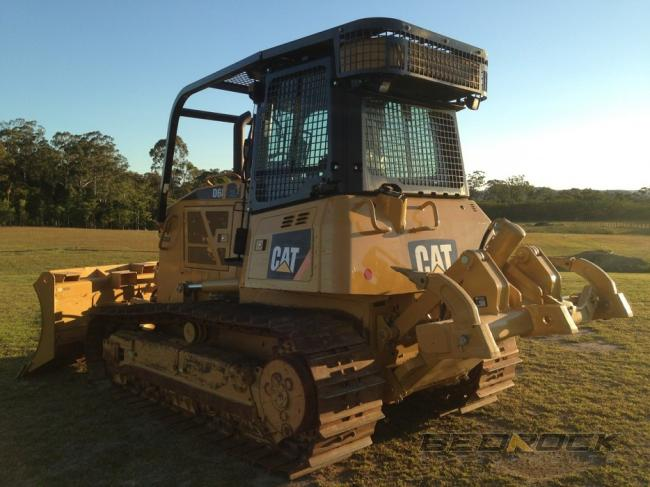 Screens and sweeps for CAT D6K Bulldozer