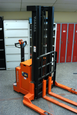 Toyota 6BWS20 Electric Stacker