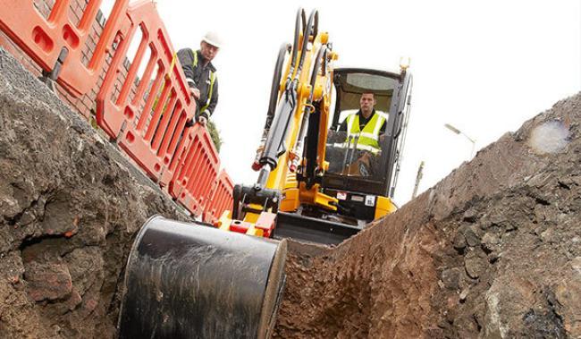8029 CTS Compact Excavator