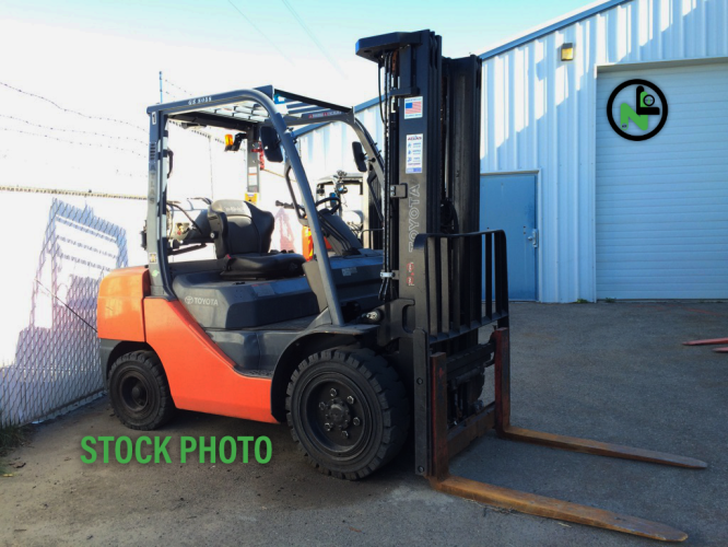 Toyota 8FGU32 Pneumatic Forklift
