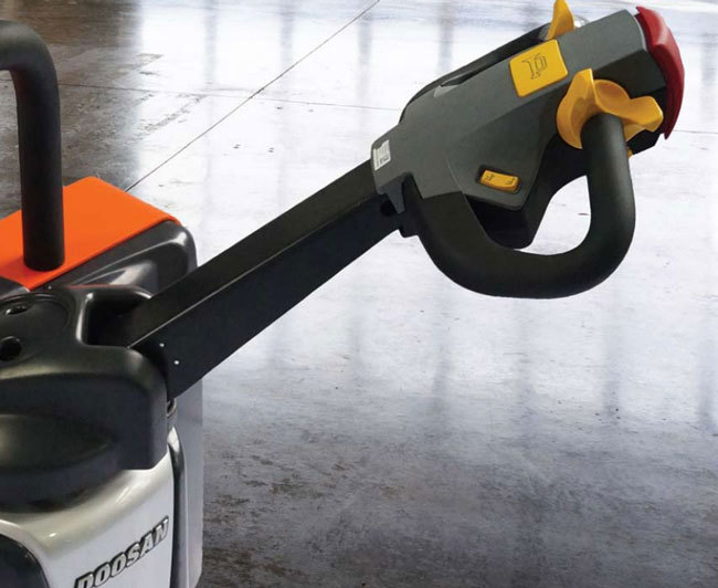 Electric Straddle Stacker (3,300 LBS)
