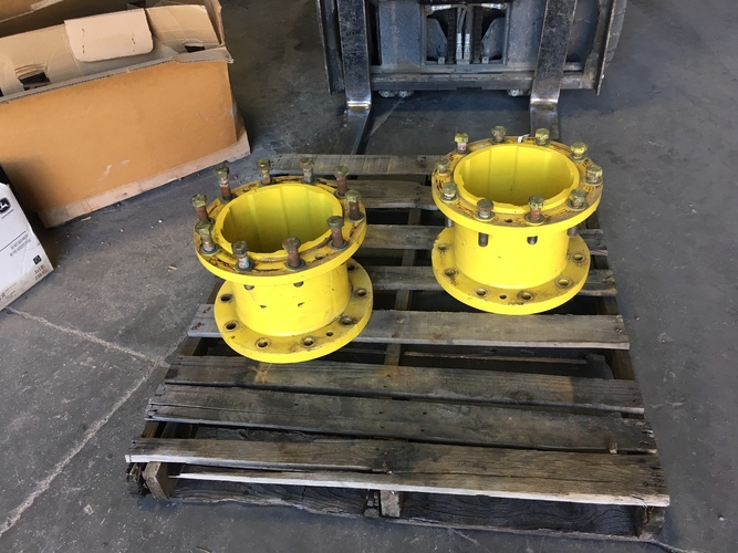 "John Deere AR190666 - 10"" hub extensions"