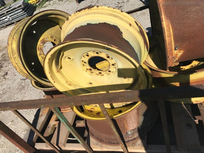 John Deere AH122100 WHEEL
