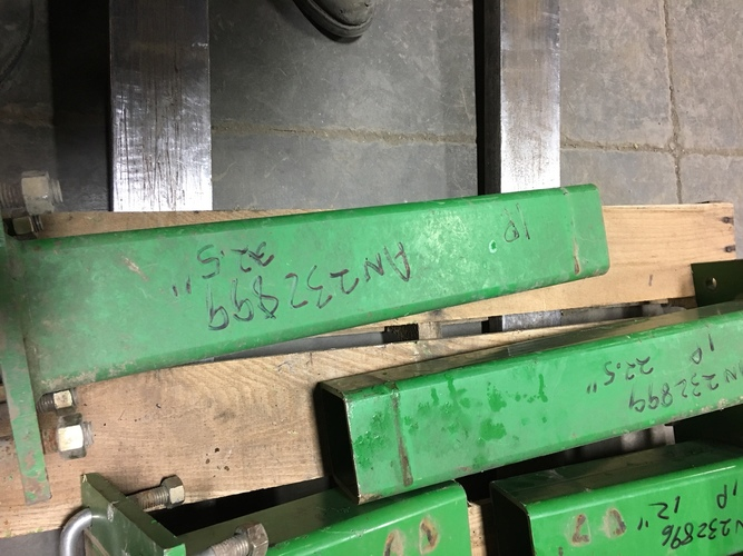 "John Deere AN232899 22.5"" STUB BAR"