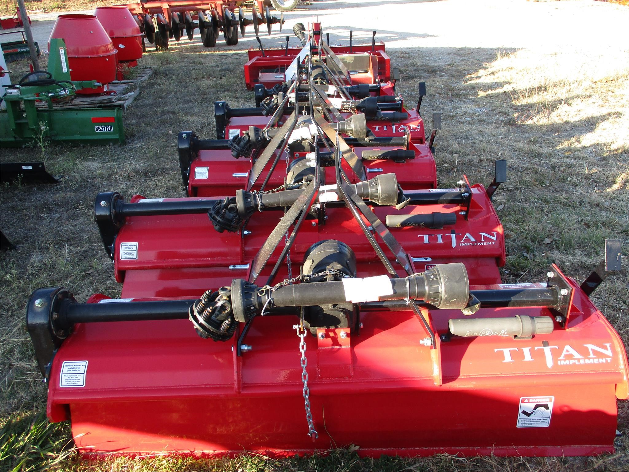 TITAN IMPLEMENT 2106
